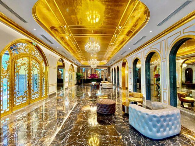 Cat costa camera in primul hotel placat cu aur din lume. Nu vei ghici in ce oras se afla