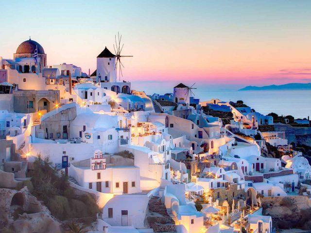 Ruta noua Wizz! Vacanta de vara in Santorini, 210 euro/p (zbor+cazare 7 nopti)
